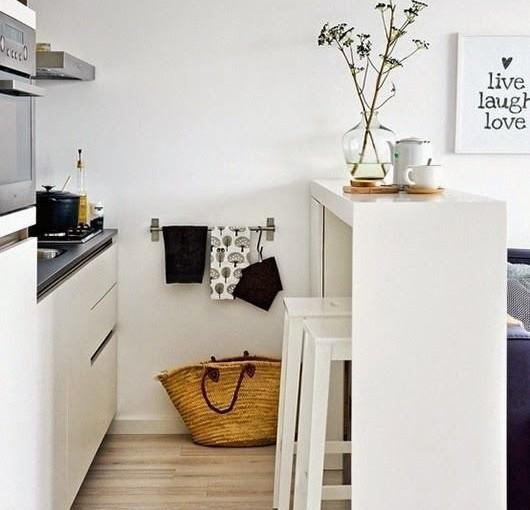 Inspire kleine keuken slimme oplossingen tintje lichter - Decoratie kleine keuken ...